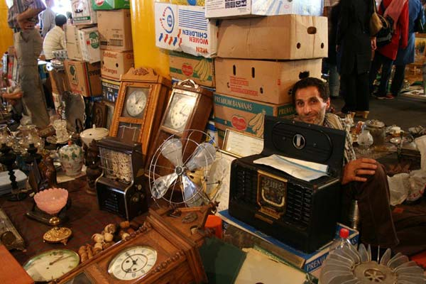 یاشا وکیلی – جمعه بازار – پاساژ پروانه – سال ۱۳۸۵ – عکس ۵