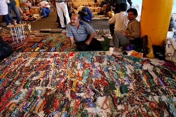 یاشا وکیلی – جمعه بازار – پاساژ پروانه – سال ۱۳۸۵ – عکس ۳