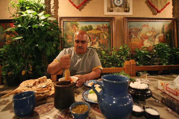 فضیلت سوخکیان، رستوران سنتی آذری،میدان راه آهن،تابستان ۱۳۸۶