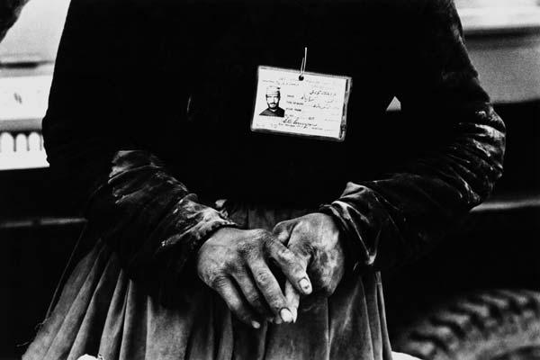 از مجموعه کارگرها – عکاسی آنالوگ – ۴۵×۳۰ سانتیمتر – ۱۳۵۶ – عکس ۱