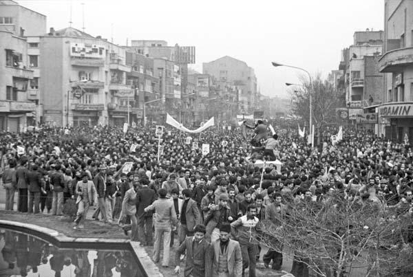 روزهای انقلاب – عکاسی آنالوگ – ۳۶×۲۴ سانتیمتر – ۱۳۵۷ – عکس ۳