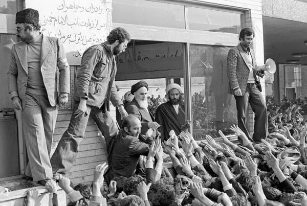 روزهای انقلاب – عکاسی آنالوگ – ۳۶×۲۴ سانتیمتر – ۱۳۵۷ – عکس ۴