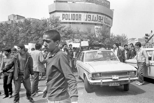 روزهای انقلاب – عکاسی آنالوگ – ۳۶×۲۴ سانتیمتر – ۱۳۵۷ – عکس ۱