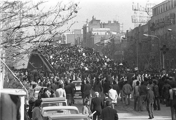 روزهای انقلاب – عکاسی آنالوگ – ۳۶×۲۴ سانتیمتر – ۱۳۵۷ – عکس ۵