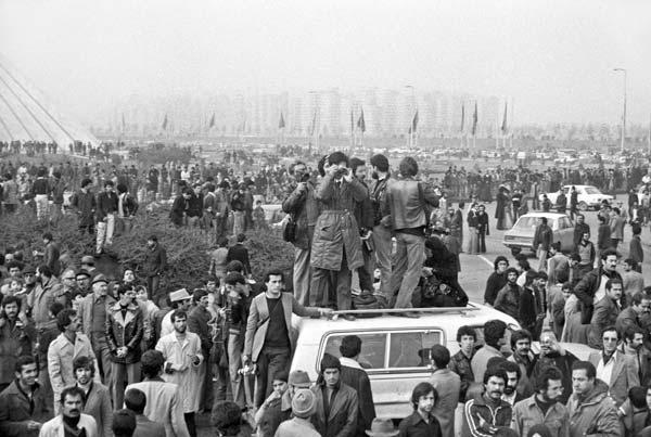 روزهای انقلاب – عکاسی آنالوگ – ۳۶×۲۴ سانتیمتر – ۱۳۵۷ – عکس ۲