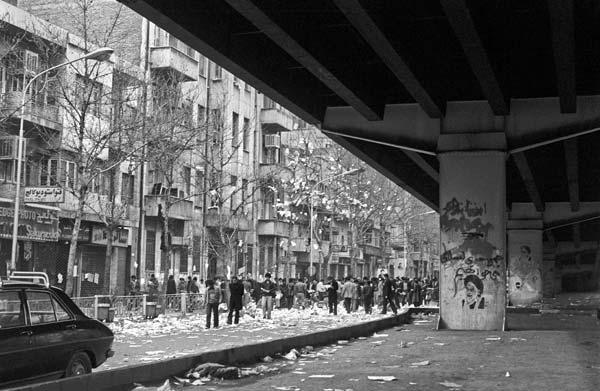 روزهای انقلاب – عکاسی آنالوگ – ۳۶×۲۴ سانتیمتر – ۱۳۵۷ – عکس ۷