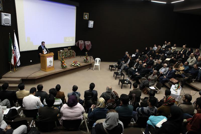 معرفی برگزیدگان و نشستهای دوسالانه عکس فرش