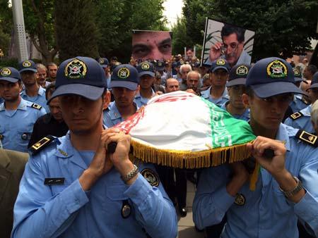 خاکسپاری حسین پرتوی در قطعه نامآوران بهشت زهرا