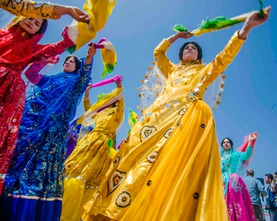 چاپ کتاب «عروس برون» با عکسهای محمدرضا بهارناز