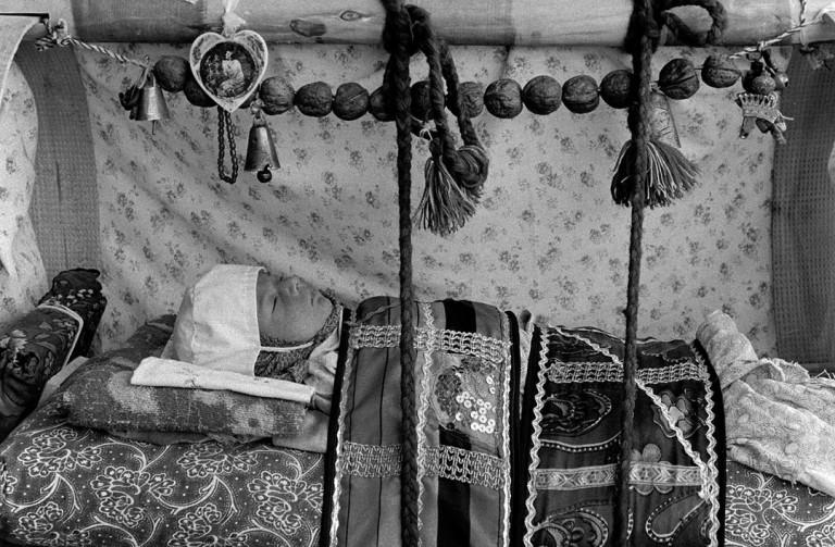 یک دوربین، یک نگاه: عکسهای حسن غفاری؛ اسناد تصویری و فراتر از آن
