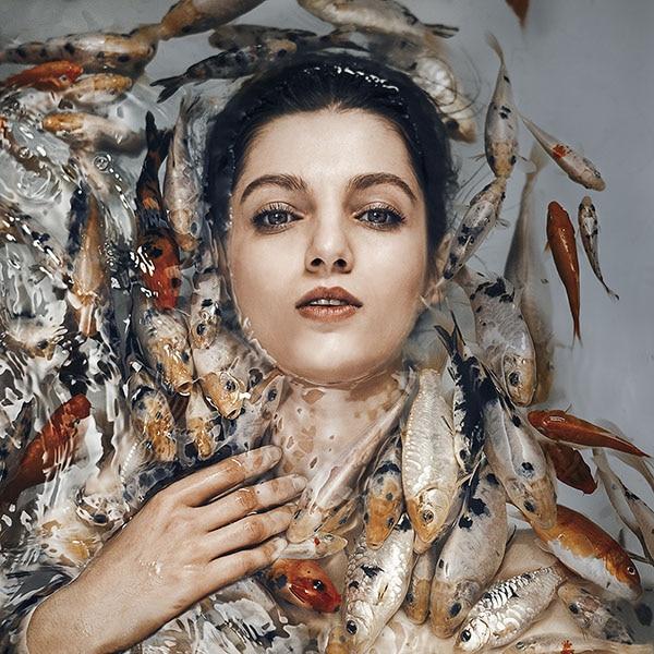 نگاهی به نمایشگاه عکس و چیدمان مریم فیروزی در گالری راه ابریشم