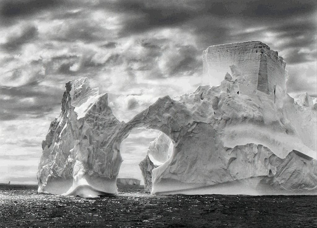 سباستیائو سالگادو. قلعهی تنهایی، از مجموعهی «پیدایش» (2005)
