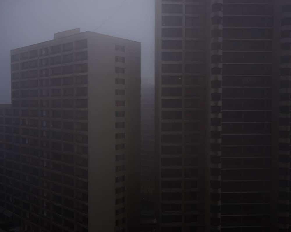 نیوشا توکلیان. از بالکنش در روزی مهآلود.