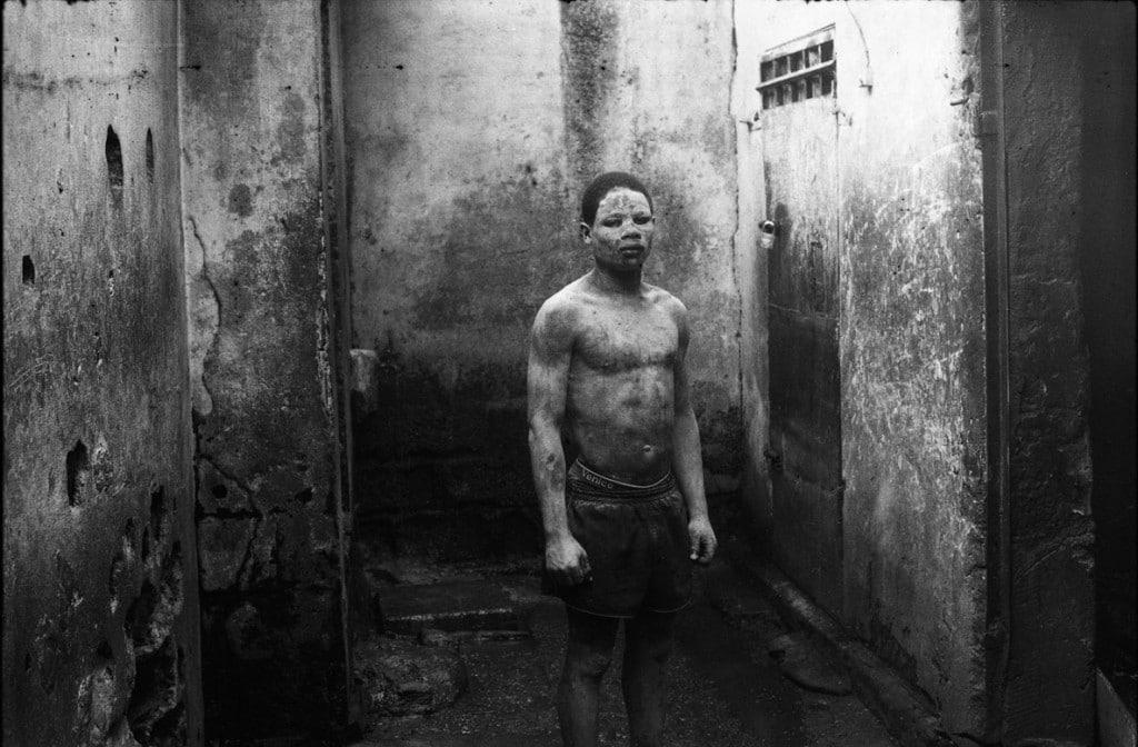 Dione Roach از ایتالیا. پسر خیابانی در زندان مرکزی دوئالا، کامرون