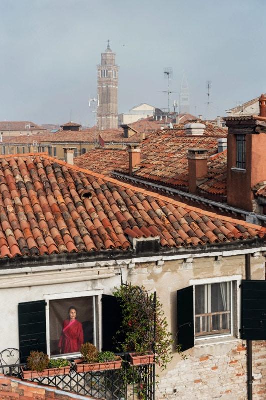 گیل آلبرت هلبان. ونیز، ایتالیا، 2017، از مجموعهی «بیرون پنجرهام»