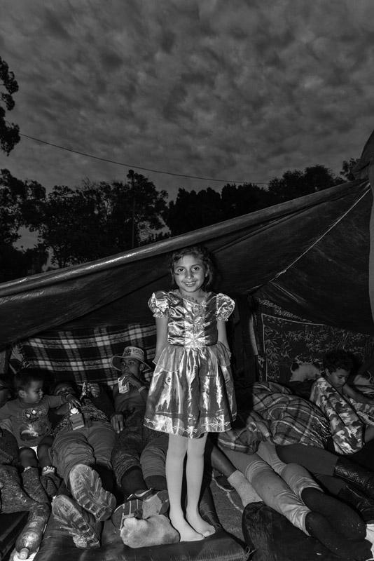 Ada Trillo. از مجموعهی «کاروان مهاجران»، رتبه اول دسته ادیتوریال-سیاسی (حرفهای) مسابقه عکاسی توکیو 2019