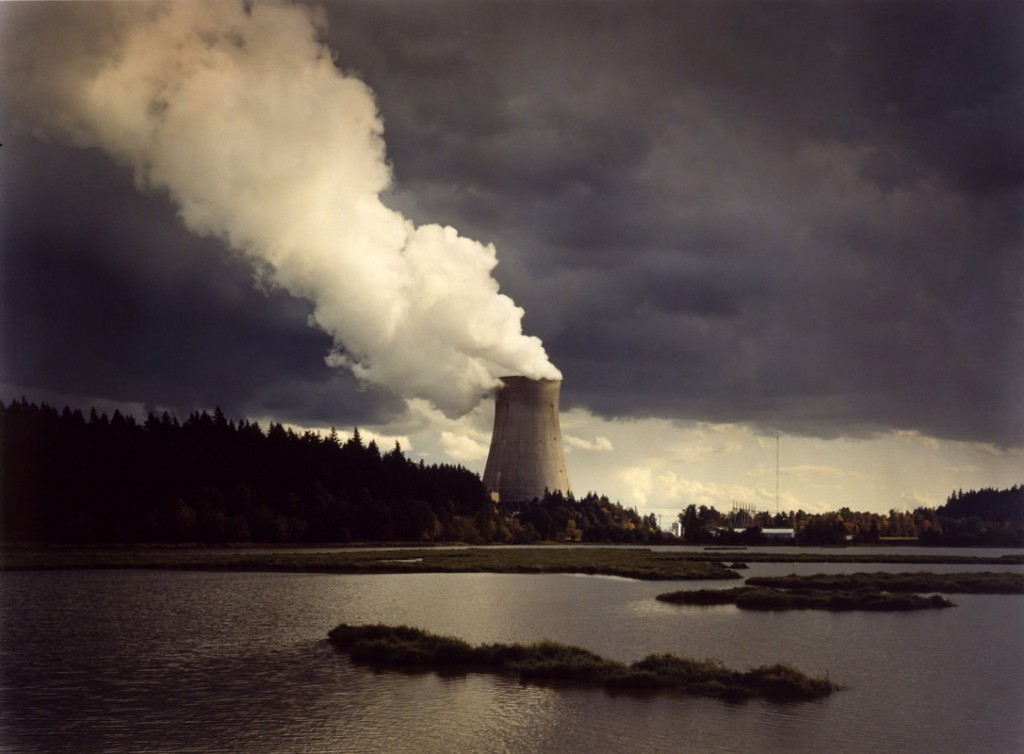 جان فال. نیروگاه اتمی تروجان، رود کلمبیا، ارگان، 1982. از مجموعهی «نیرو گاهها» (1981 – 1984)