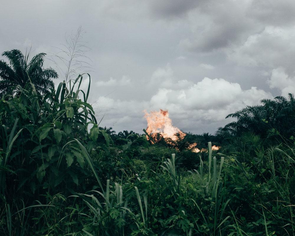 Robin Hinsch. از مجموعهی Wahala (2019) دربارهی مسائل پس از کشف نفت در نیجریه. برنده مسابقه عکاسی IPG 2019 و برنده بخش مستند این مسابقه