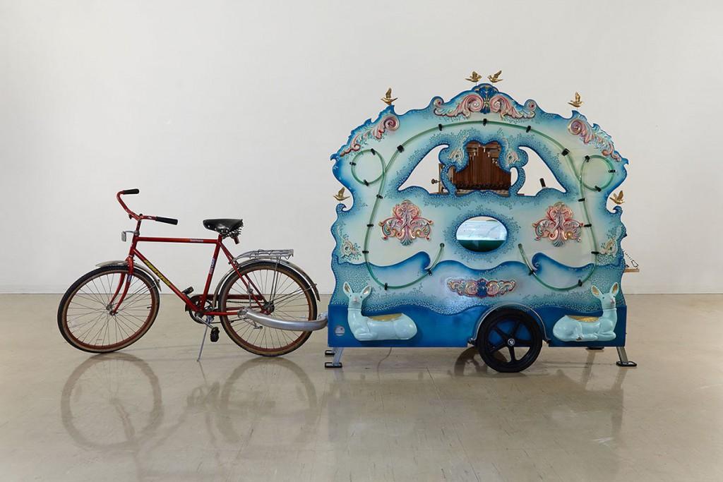 شکل 4. جنیفر ویلت. «سازهی جلبکی گرِیت لِیکس»، گالری وینزر، وینزر، اونتاریو، کانادا، ۲۰۱۸