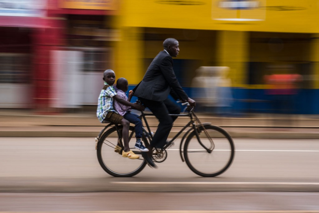 Benjamin Buckland. سرویس مدرسه ، روآندا، رتبه اول بخش «عکاسی خیابانی»