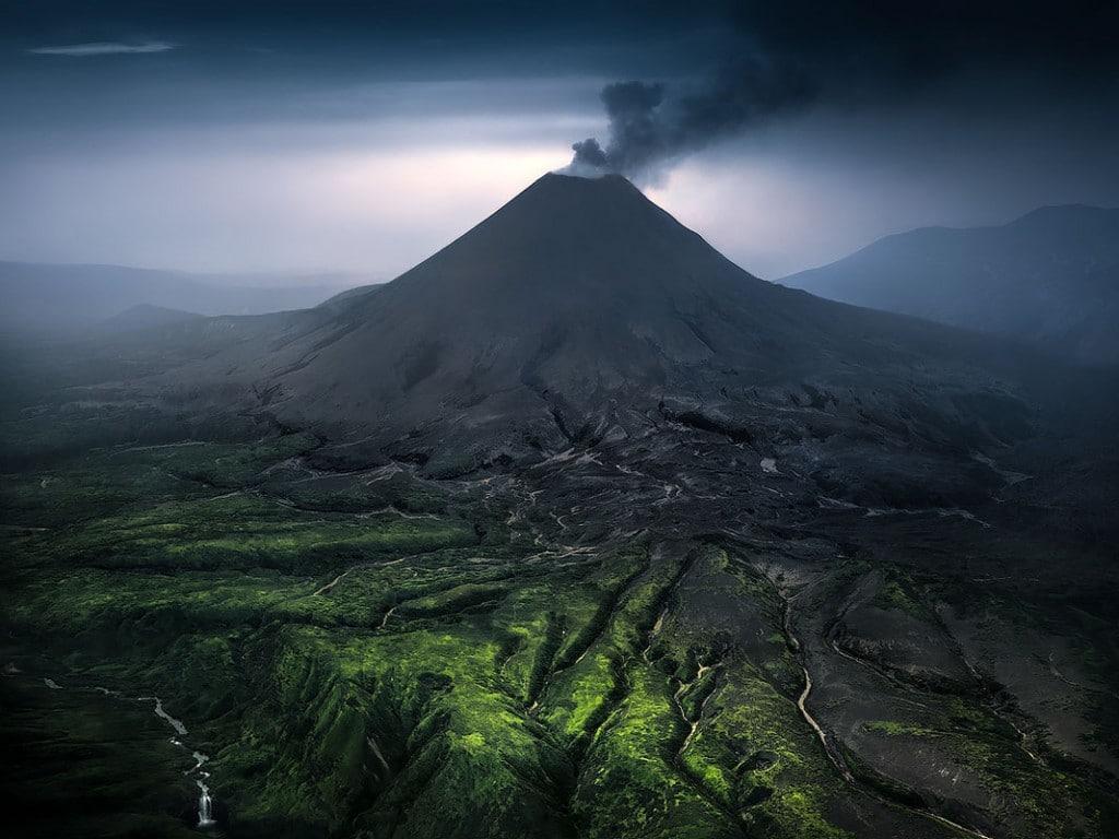 Isabella Tabacchi عکاس سال 2020 مسابقه عکاسی مسکو. از مجموعهی «کامچاتکا: ژرفای زمین» (2019)، رتبه اول بخش «طبیعت» (حرفهای)