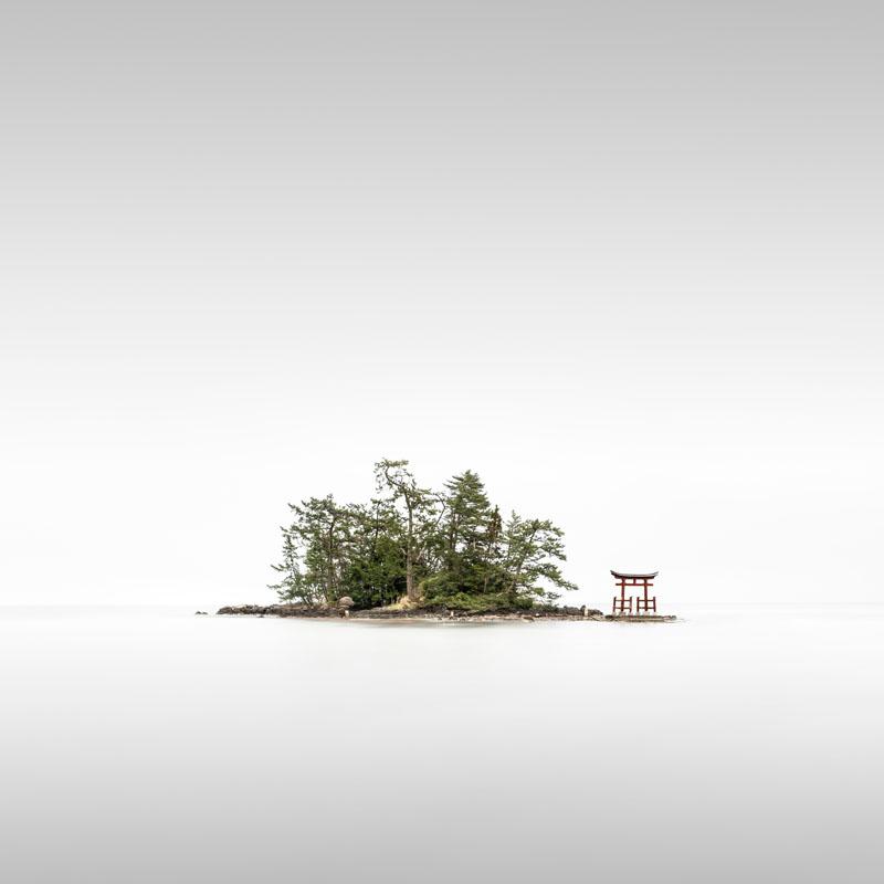 Ronny Behnert از آلمان. از مجموعهی Torii، مقام اول دسته «منظره» بخش حرفهای مسابقه عکاسی سونی 2020