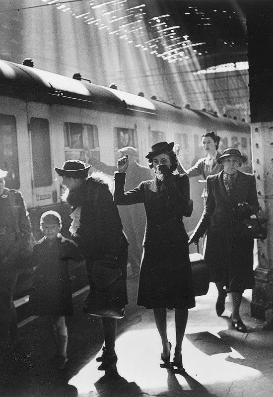 Bert Hardy. ترمینال دوران جنگ، لندن، 1942