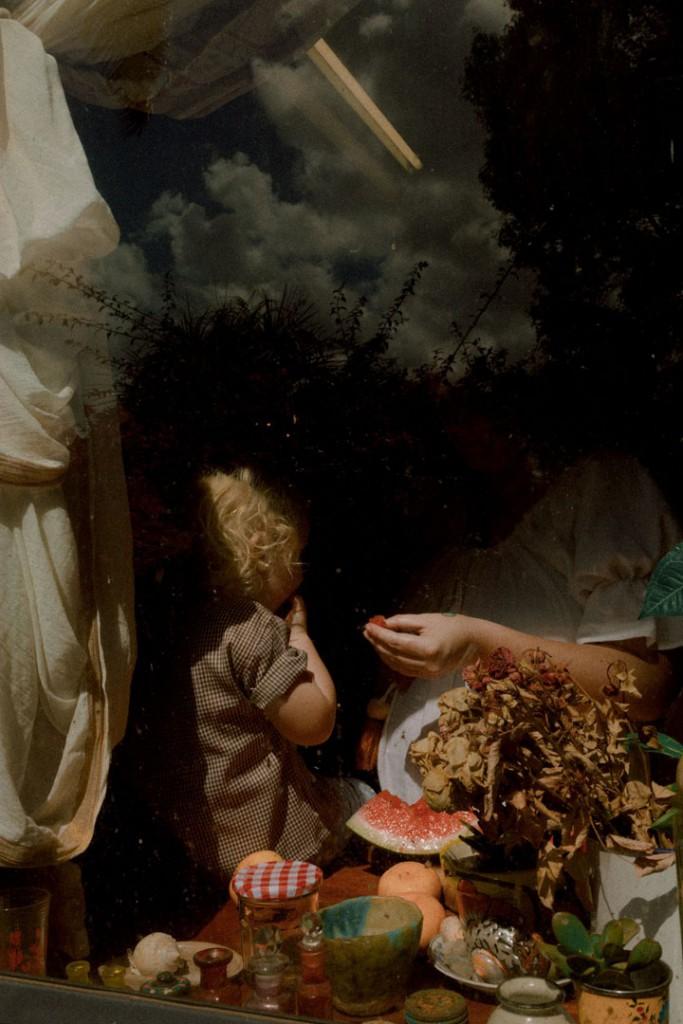 Lisa Sorgini از استرالیا. از مجموعهی «پشت شیشه». یکی از 10 برگزیده مسابقه عکاسی برگزیده منتقدان لنزکالچر 2020