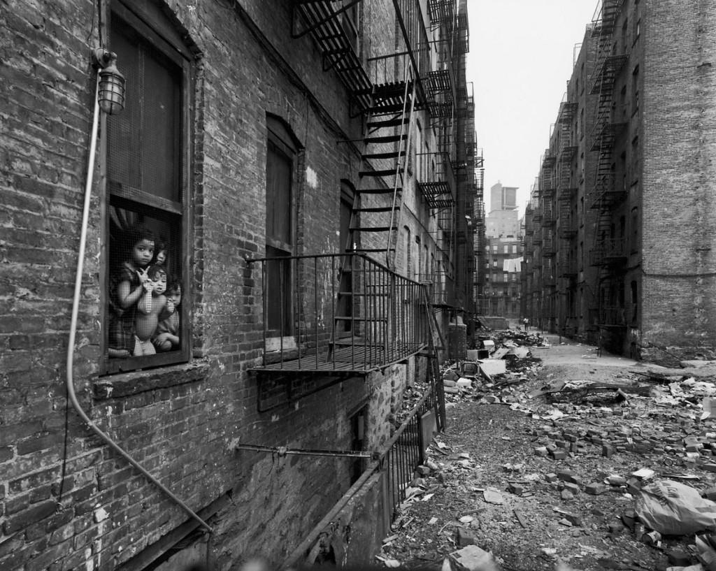 بروس دیویدسن. از مجموعهی «خیابان صدم شرقی»، نیویورک، بین 1966 – 1968