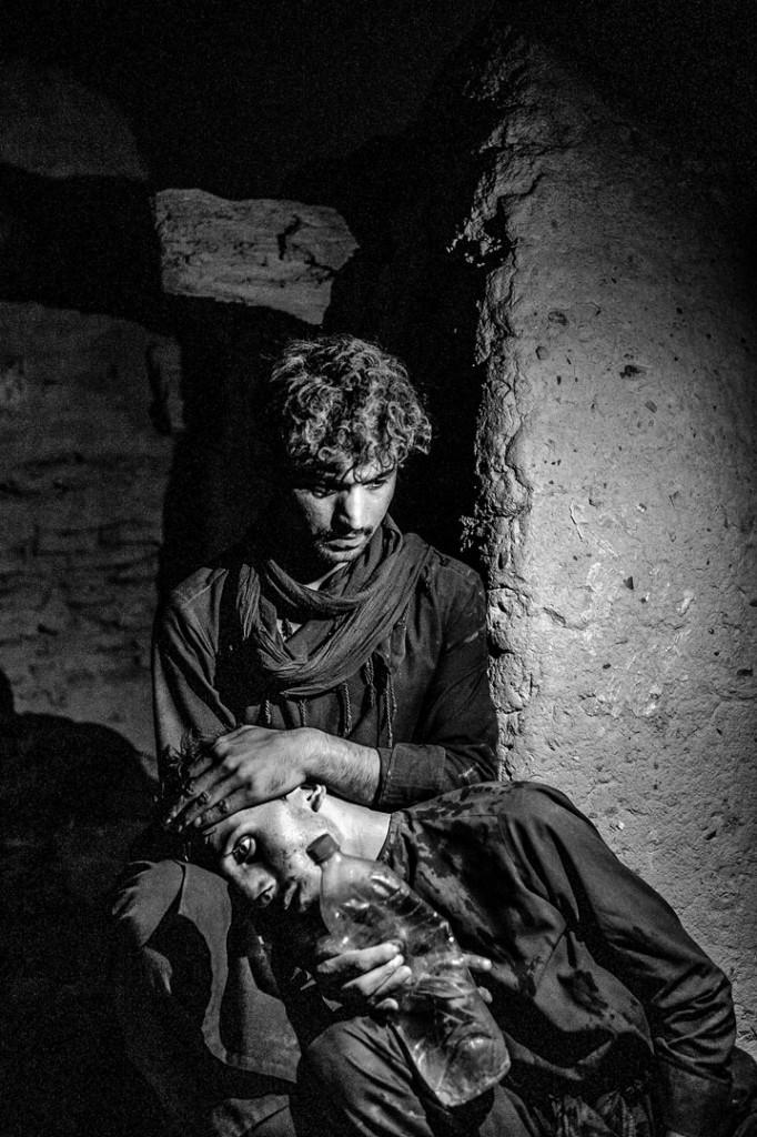 عنایت اسدی از ایران. از مجموعهی «برآمده از خاکستر جنگ». رتبه دوم بخش تکعکس مسابقه عکاسی سیاه و سفید لنزکالچر 2019