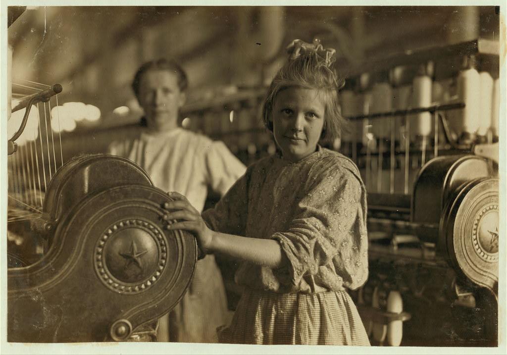 لوئیس هاین. یک نخریس در کارخانه نخریسی لنکستر، کرلینای جنوبی، نوامبر 1908