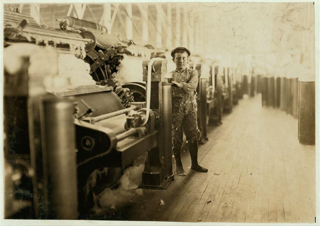 لوئیس هاین. نظافتچی، کارخانه نخریسی لینکن، اونزویل، ایندیانا، اکتبر 1908