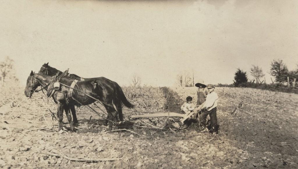 لوئیس هاین. ویلی نال، ریمند جُنز و دِنوِر جُنز، حوالی الیزابتتاون، کنتاکی، 5 می 1916