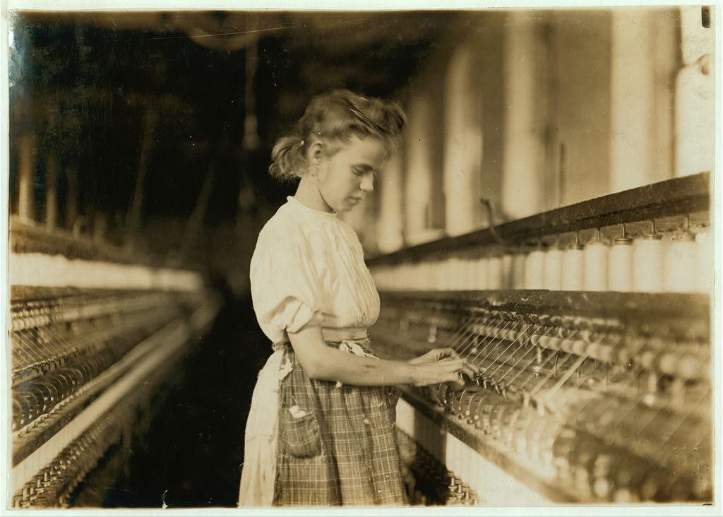 لوئیس هاین. دختری در کارخانه چریویل، چریویل، کریلینای شمالی، نوامبر 1908
