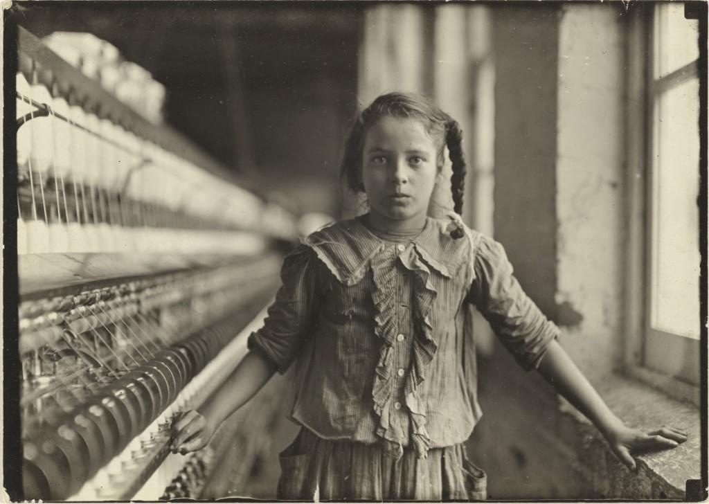 لوئیس هاین. نخریس ده ساله در کارخانه نخریسی کریلینای شمالی، 1908