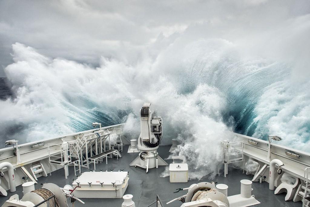 Lorraine Turci از فرانسه. موج جنوبگان، از فینالیستهای مسابقه عکاسی سفر لنزکالچر 2020