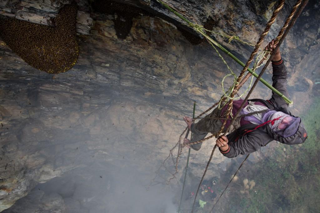 Mauro De Bettio از ایتالیا. از مجموعه «طلای شیرین – صیادان عسل در نپال»، از فینالیستهای مسابقه عکاسی سفر لنزکالچر 2020