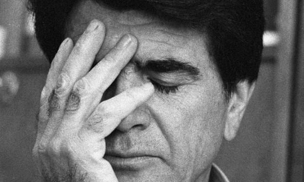 دسترسی به عکس معروف مهرداد اسکویی از استاد شجریان با کیفیت بالا