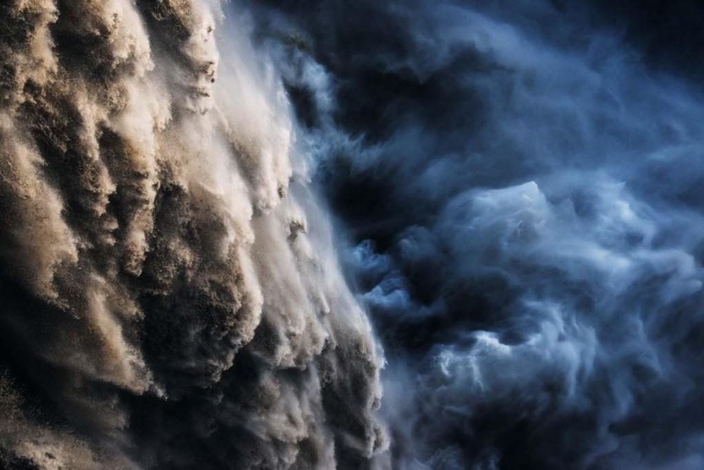 Leonardo Papera. قدرت خدا. از برگزیدگان بخش «استودیو طبیعت» مسابقه عکاسی عکاس سال حیات وحش اروپا 2020