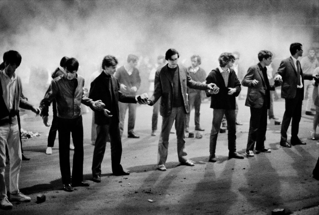 برونو باربی. زنجیرهی اعتراضی دانشجویان، پاریس، 10 می 1968