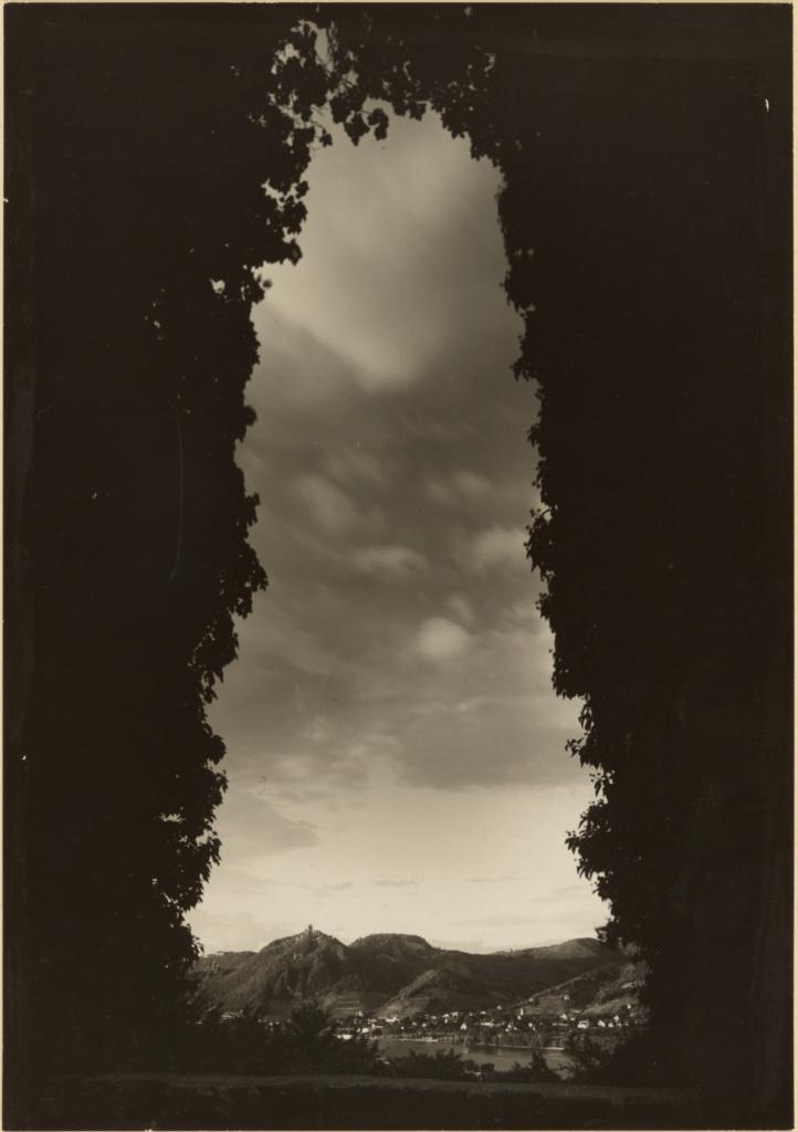 آگوست زاندر. نمایی از Rolandsbogen به سمت Siebengebirge، حوالی 1934