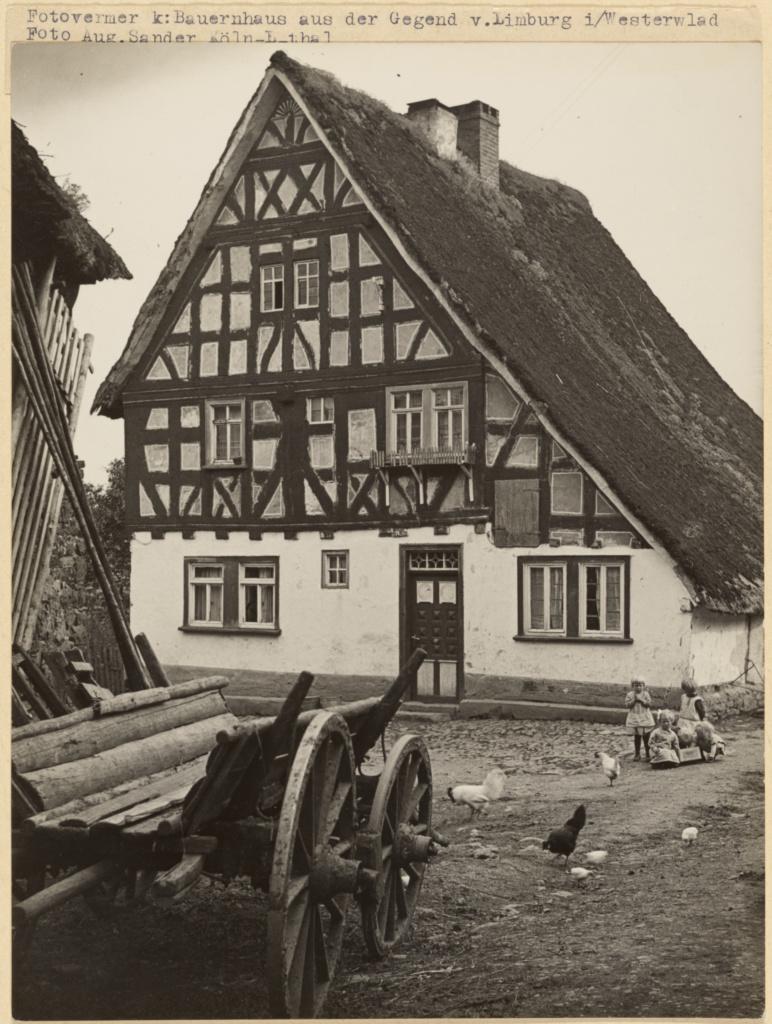 آگوست زاندر. خانه روستایی در Limburg، ناحیه Westerwald، حوالی 1933 – 1939