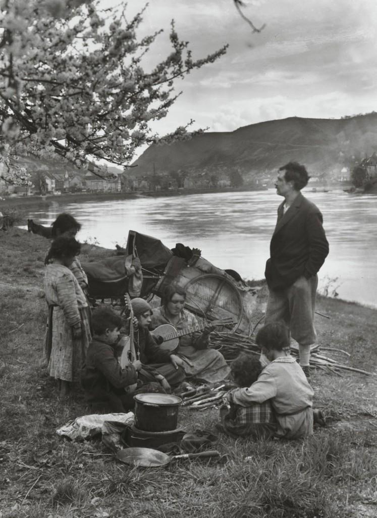 آگوست زاندر. کولیها در کرانه رود موزل، 1931