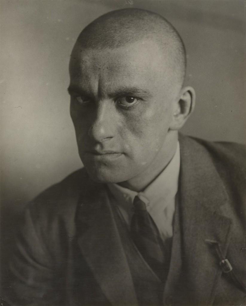 الکساندر رودچنکو. پرتره ولادیمیر مایاکفسکی، 1924