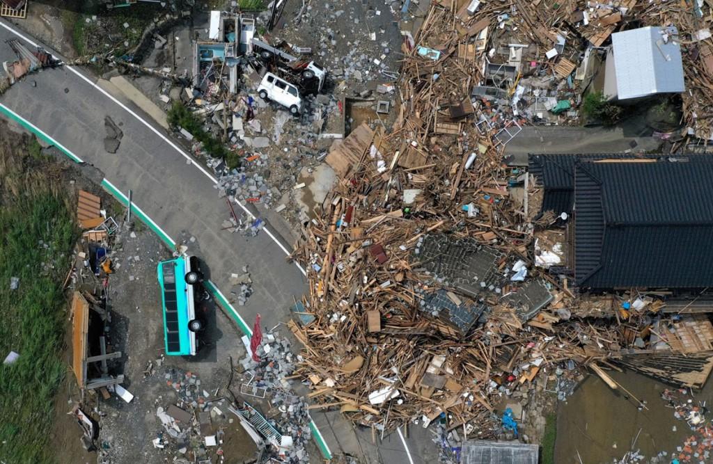 Kim Kyung-Hoon از رویترز. نمایی هوایی از خسارات سیل ناشی از بارانهای سیلآسا، در کومامورا، ژاپن،  8 جولای 2020