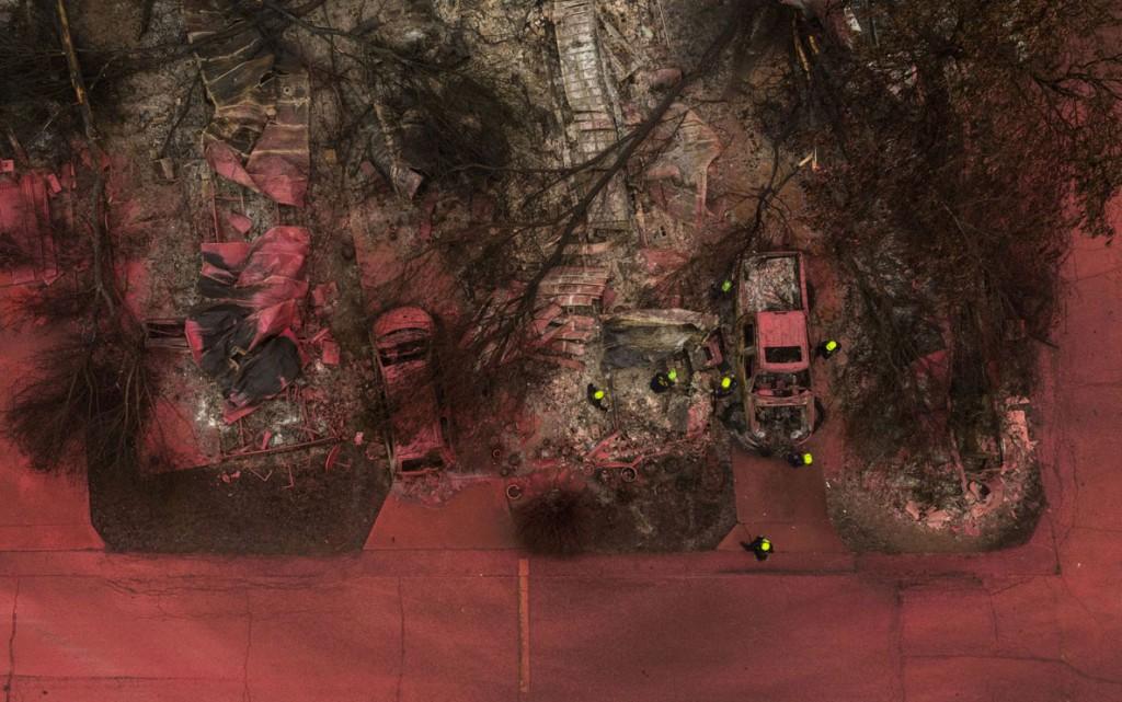 Adrees Latif از رویترز. تیم تجسس و نجات در محل آتشسوزی آلمِدا برای یافتن قربانیان، تلنت، اُرگان، آمریکا،  13 سپتامبر 2020