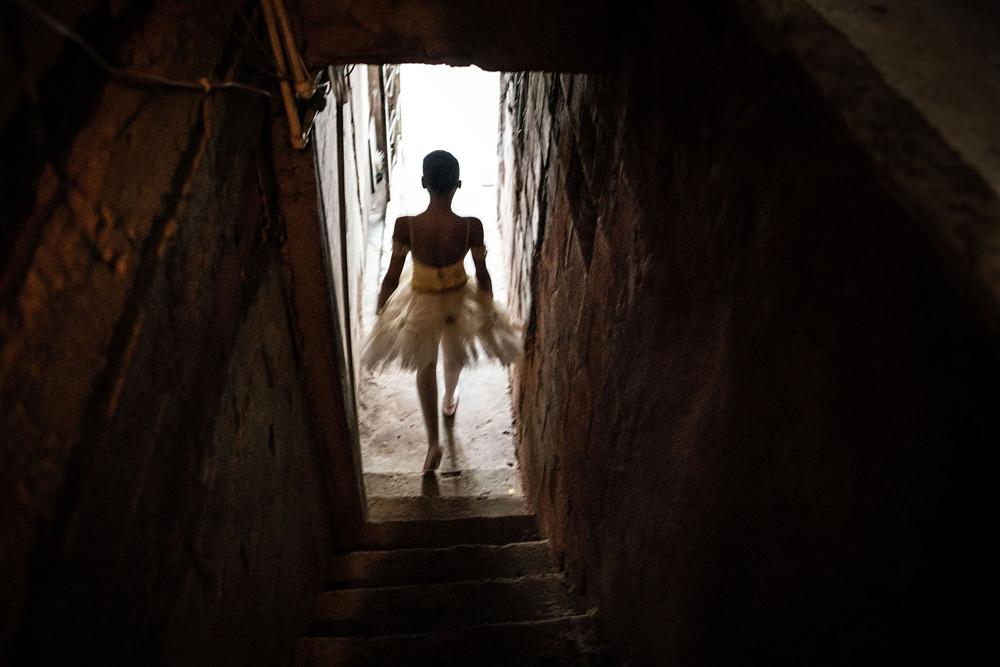 Evgeny Makarov. از مجموعه «برزیل: باله در محلههای فقیرنشین»، رتبه سوم مسابقه عکس سال یونیسف 2020