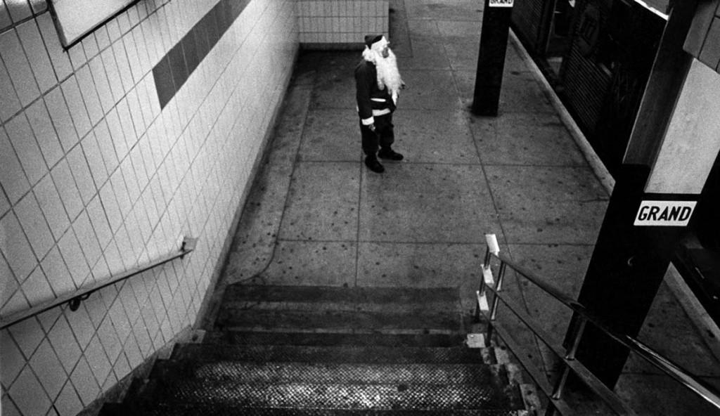 بروس گیلدن. بابانوئل منتظر مترو، گرند استریت، نیویورکسیتی، 1968