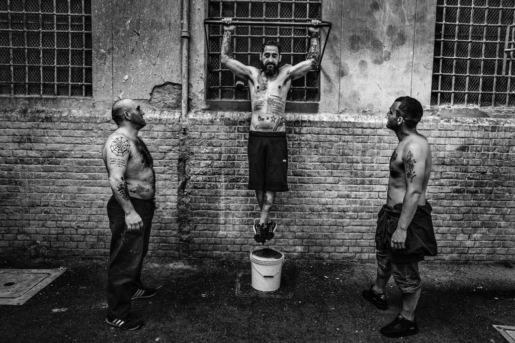 Valerio Bispuri. از مجموعهی «زندانی»، مقام اول دسته «مجموعهعکس (استوری) خبری» مسابقه عکاسی استانبول 2020