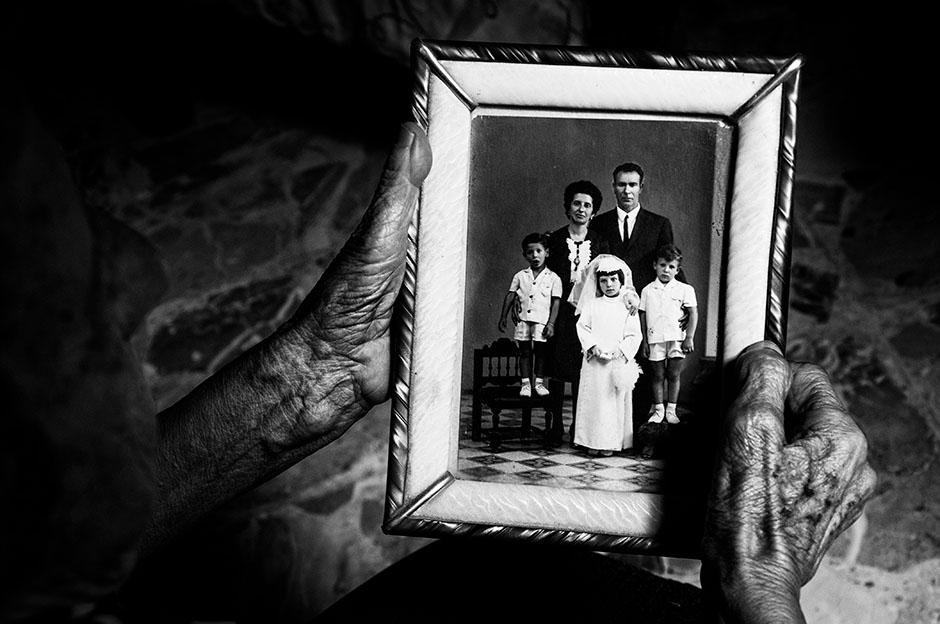 Antonio Aiello. «میخواهم برایت قصهای تعریف کنم»، مدال نقره بخش تکعکس دسته «نسل آینده» مسابقه عکاسی نیکون 2018 – 2019